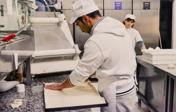Preparazione pasta per lastre pizze